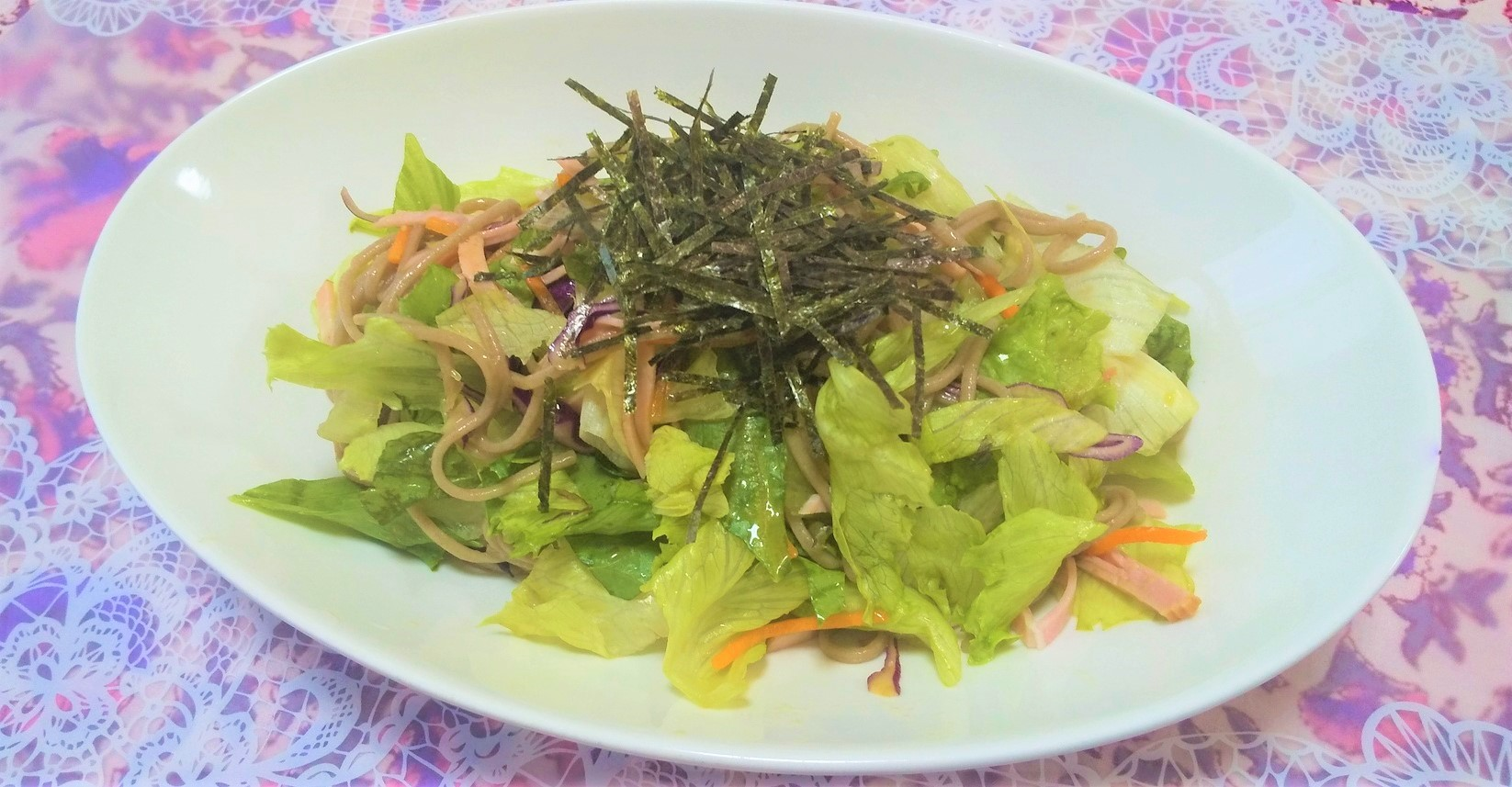 野菜たっぷり!箸が進むそばサラダ